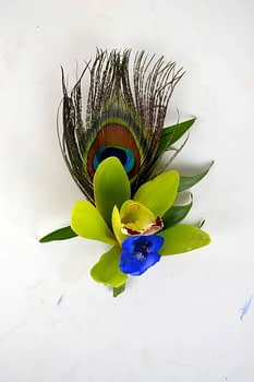boutonnieres-corsages-with-feathers