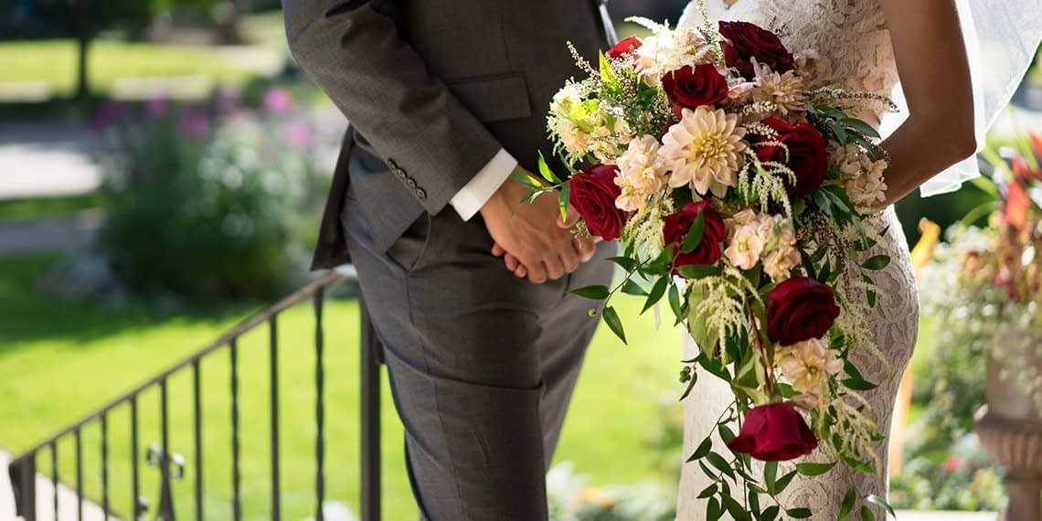 gorgeous-traditional-wedding-flowers