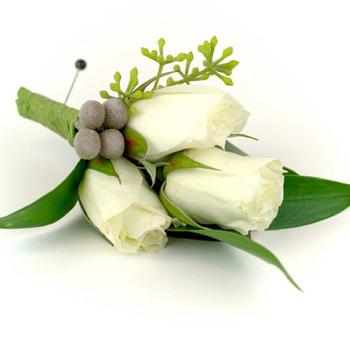 wedding-boutonniere-minneapolis-st-paul-roses-berries