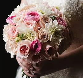 bridal-bouquet-wedding-flowers-minneapolis-roses