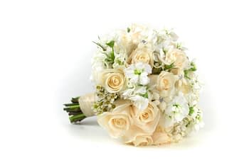 cream-white-wedding-bouquet-minneapolis-mn