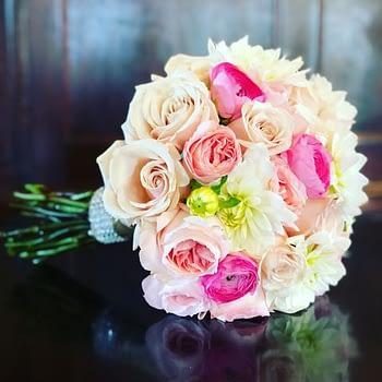 rose-carnation-wedding-bouquet-minnesota-minneapolis
