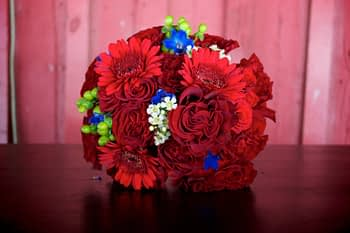 crimson-wedding-bouquet-minnesota-minneapolis