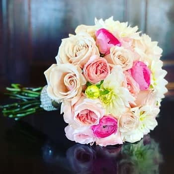 rose-carnation-wedding-bouquet-minnesota-minneapolis