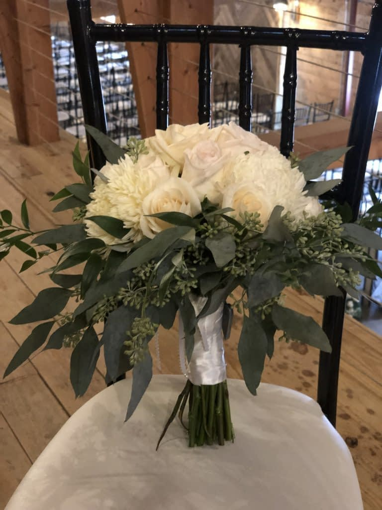 john furber farm cottage grove wedding floral bouqet